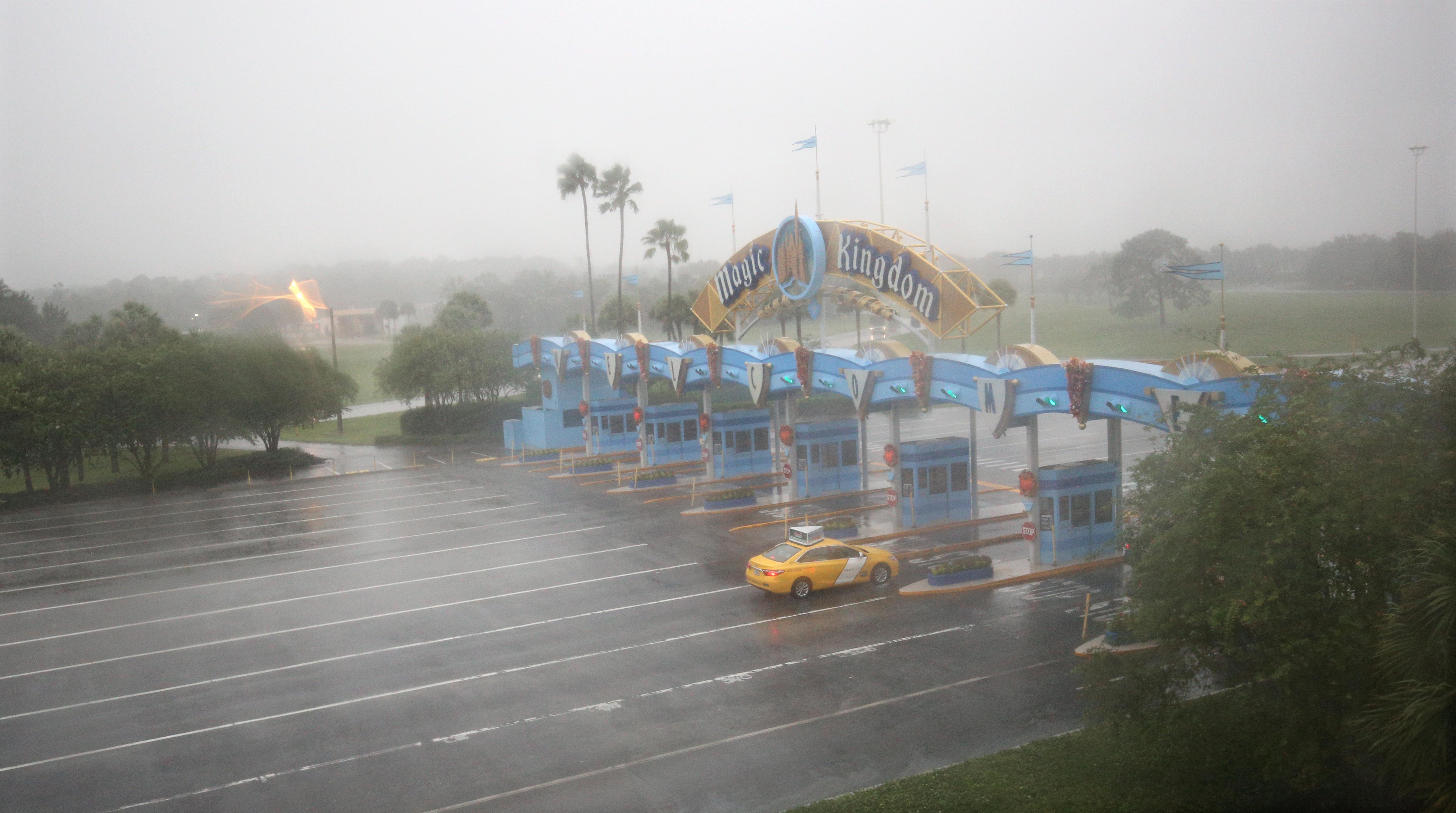 L'uragano Matthew fa chiudere Disney World: è la prima volta in 11 anni