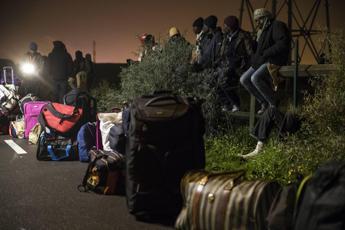 Migranti, smantellamento completo della 'giungla' di Calais