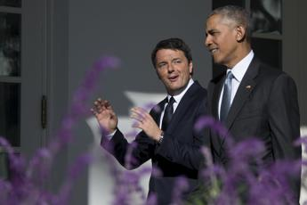 Italia-Usa, stretta di mano Obama-Renzi nello Studio Ovale /Video