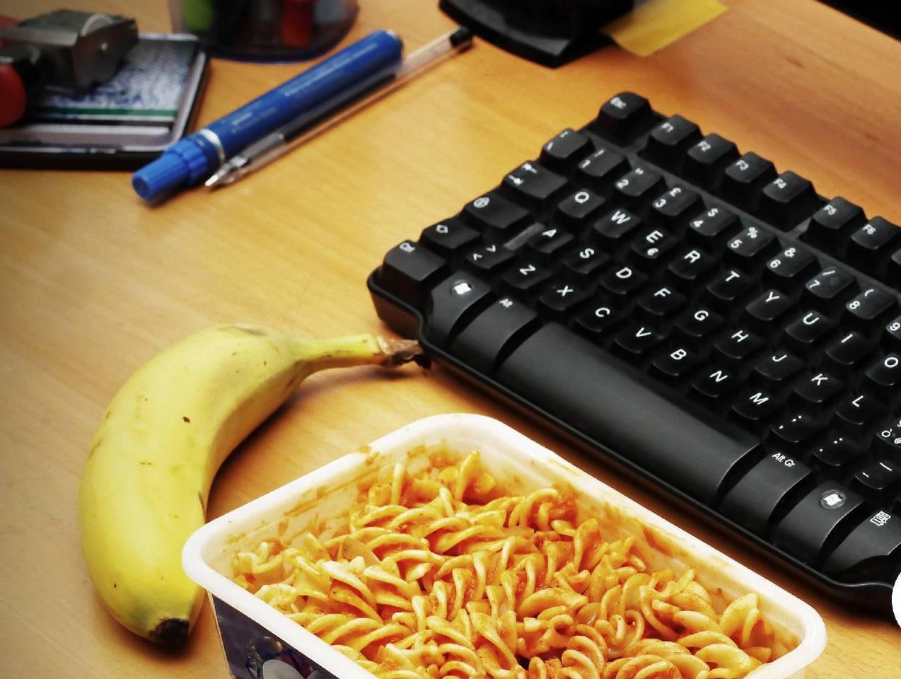 Gavetta o schiscetta, 4 italiani su 10 si portano in ufficio il pranzo da casa