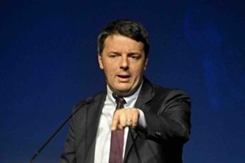Referendum, scontro Renzi-M5S: Votate come volete, ma non insultate l'Italia