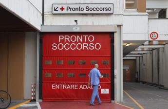 Attese fino a 2 giorni e pochi posti letto: la vita difficile nei pronto soccorso italiani