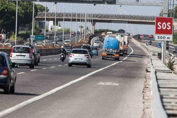 Roma: traffico in tilt per un incidente mortale sul Gra