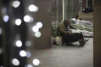 Quasi 3 italiani su 10 a rischio povertà
