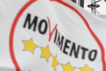 Referendum, esposto M5S contro De Luca: Ha istigato al voto di scambio