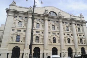 Piazza Affari in rosso, spread sfonda quota 180