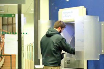 Insidia bancomat, la tastiera 'distribuisce' anche virus e batteri