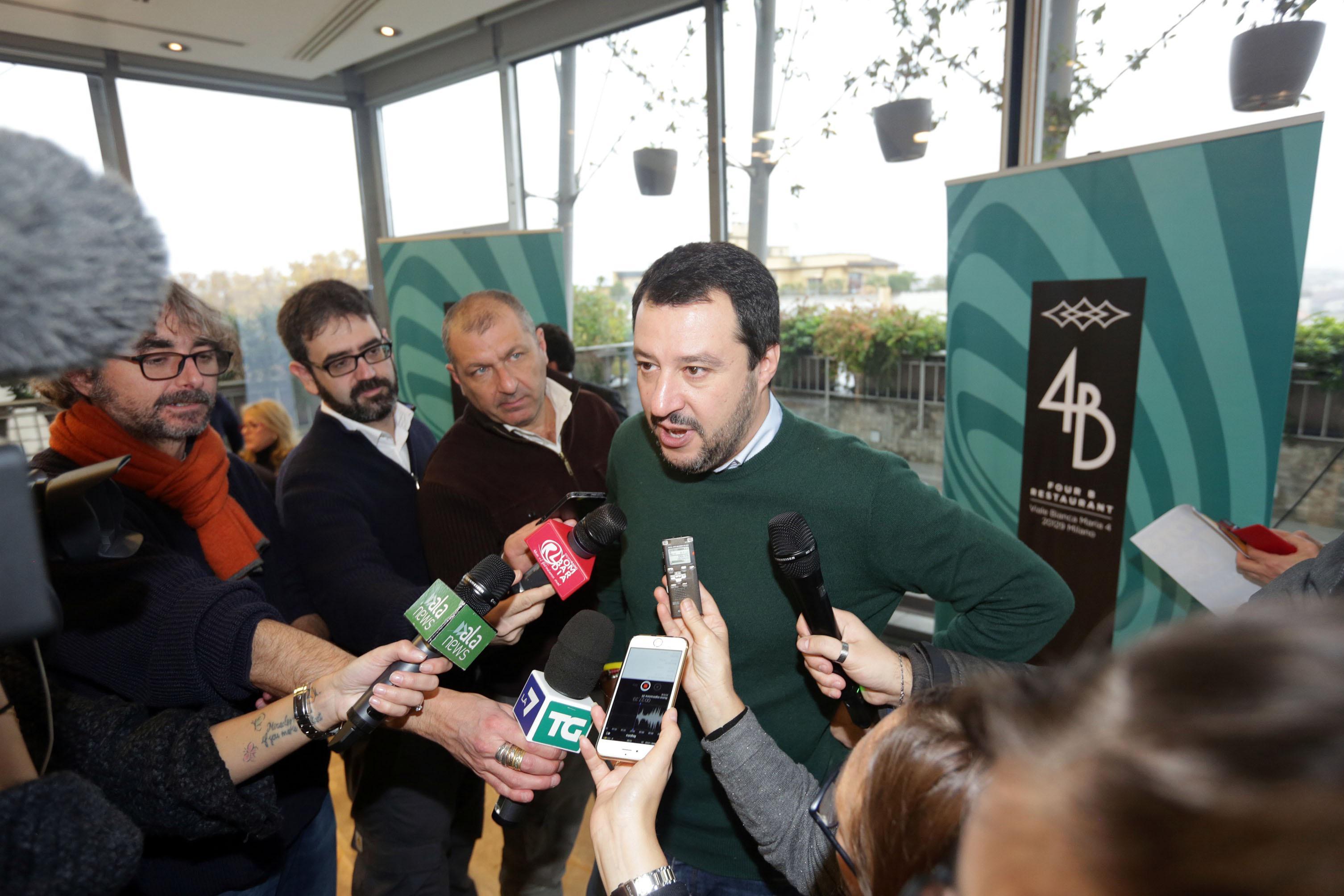 """Salvini non va a Matrix: """"Protesto contro Renzi che occupa tutte le tv"""""""