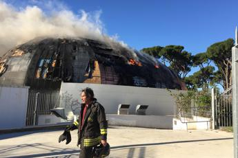 Roma, in fiamme l'Auditorium di Pineta Sacchetti /Video - Foto