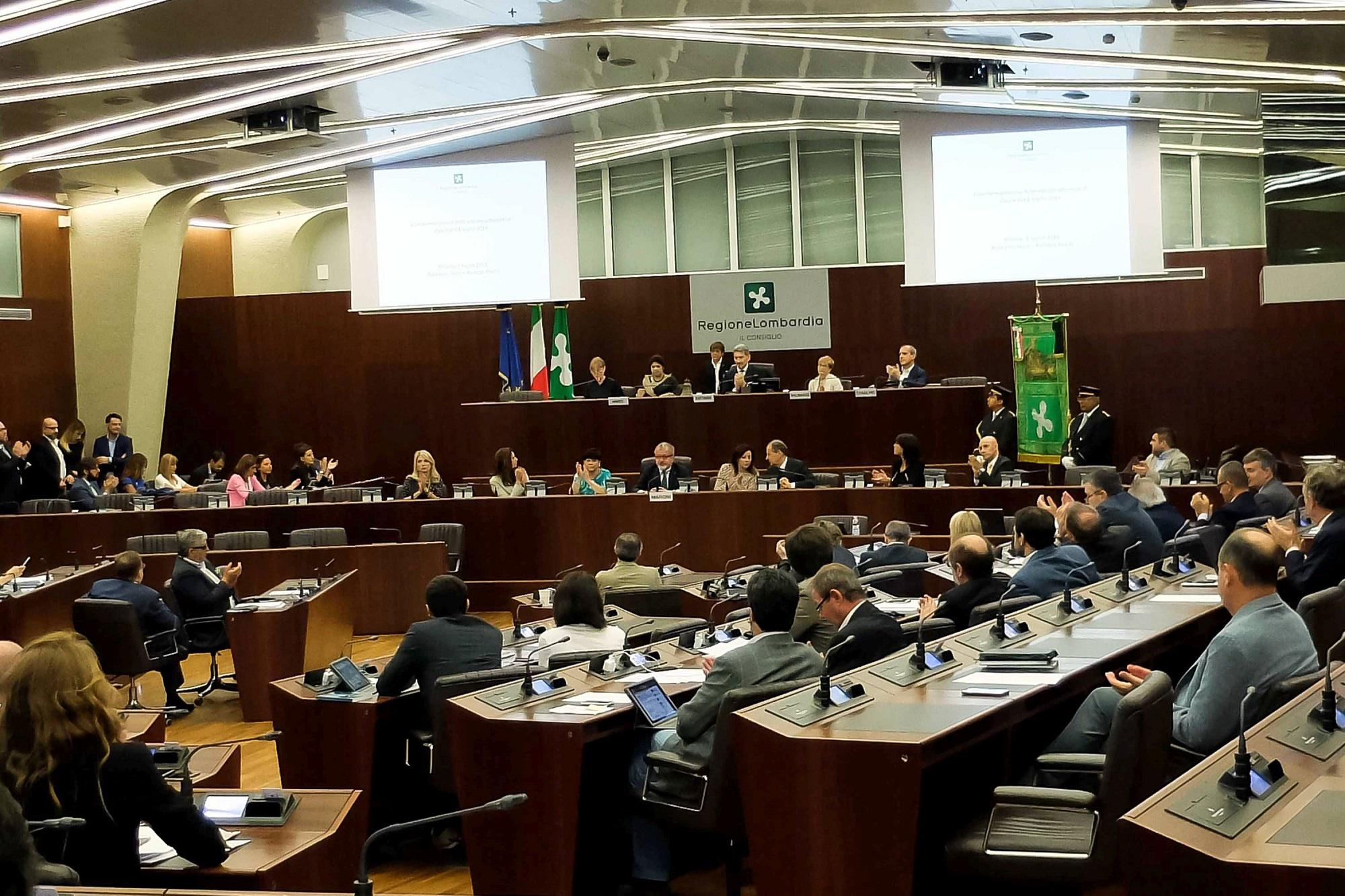 """""""Le donne? Preferiscono stare a casa"""", bufera contro capogruppo Lega Nord al Pirellone"""