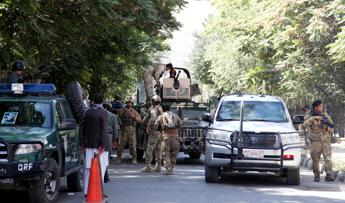 Afghanistan: kamikaze in moschea Kabul, 27 morti