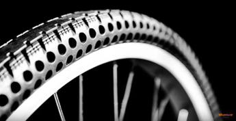 Mai più gomme a terra: ecco le ruote da bici che non si forano mai /Video