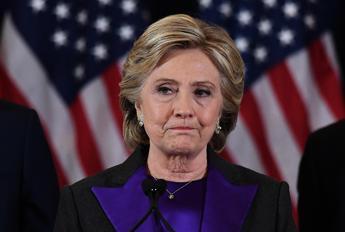 Clinton: Ho perso per colpa del direttore dell'Fbi