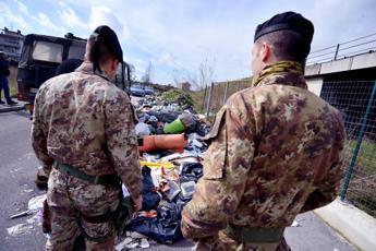 Controlli nella 'Terra dei fuochi', 117 denunciati e 76 attività sequestrate