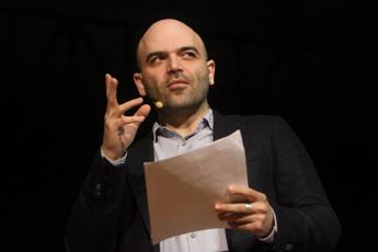 Saviano: Chiusura frontiere un favore all'Is