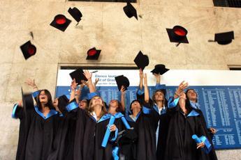 Nel 2017 ben 1 contratto su 2 va a laureati e diplomati