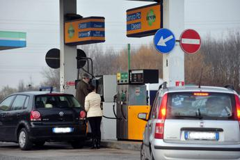 Carburanti, prezzi fermi dopo i ribassi