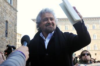 M5S, Grillo rilancia: Subito referendum per uscire da euro