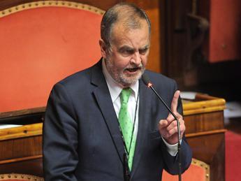 Calderoli: Lega sotterrerà governo con milioni di emendamenti