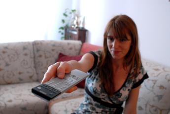 Gli italiani si informano solo con la tv, ma avanza la rete