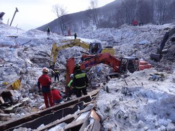 Pope to meet avalanche hotel victims' families