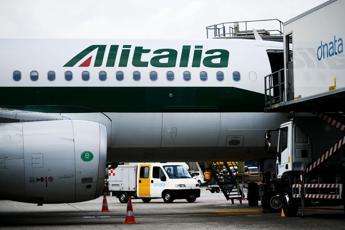Alitalia, Wsj: Un miliardo di tagli entro il 2019