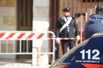 Roma, deve firmare in caserma: si presenta con 12 dosi di eroina