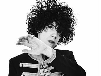 Il fischio di LP arriva fino a Sanremo: la cantante gay italo-americana all'Ariston