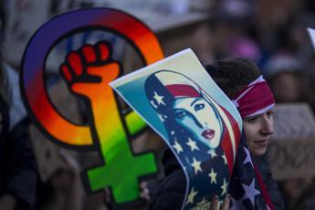 Trump replica alla 'Women's March':