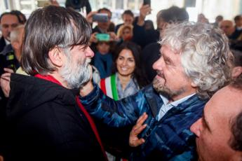 Grillo lancia 'una via per Dario Fo': Craxi lasciamolo a Hammamet