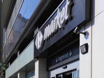 Carrefour, 500 lavoratori in esubero e chiusura 3 punti vendita: è sciopero