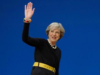 Londra, Parlamento approva elezioni anticipate chieste da May