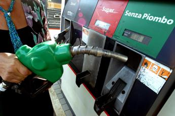 Carburanti, calo di fine anno