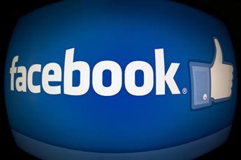 Facebook, nuovo bug: esposte foto di mln di utenti