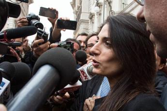 Falso e abuso d'ufficio, Virginia Raggi rischia il processo