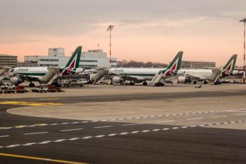 Alitalia, al via tavoli tecnici: sindacati confermano sciopero 5 aprile