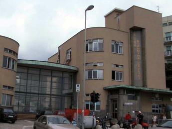Genova, dodicenne accoltellata in via Teglia: grave al Gaslini