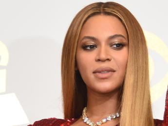 Da Katy Perry a Beyonce, messaggi anti Trump anche ai Grammy
