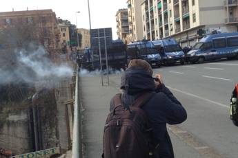 Ultradestra a Genova, scontri antagonisti-polizia