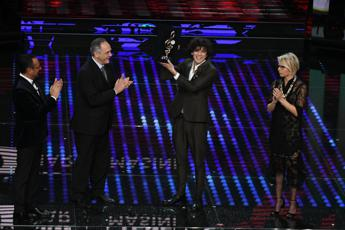 Sanremo, ascolti in calo: share al 46,6%, 10,4 milioni di spettatori