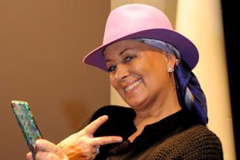 Carolyn Smith: Ho sconfitto il cancro ma resto sotto controllo