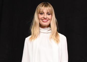 Sveva Alviti è l'attrice protagonista del film tv Dalida