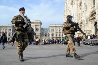 Salvini rilancia la leva, Trenta frena