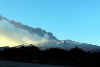 Eruzione Etna, riaperto l'aeroporto di Catania