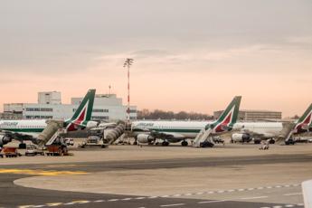 Alitalia, Calenda: Trattativa a oltranza, accordo entro 13 aprile