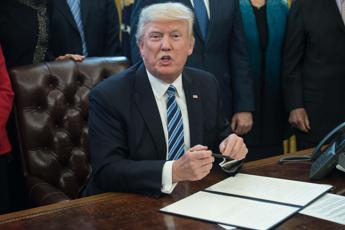 Trump chiede il primo miliardo di dollari per il muro col Messico