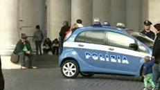 Scende dall'auto e immobilizza il ladro, il coraggio di una poliziotta