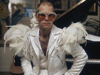 Elton John compie 70 anni e festeggia a L.A.: Mai stato così felice