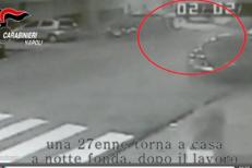 Napoli, 27enne molestata e rapinata: l'aggressione filmata dalle telecamere