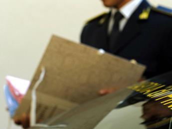 Napoli, arrestato funzionario del Cnr: faceva la spesa con soldi pubblici